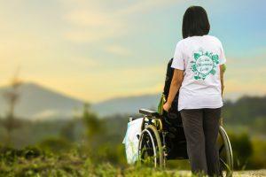 Spaziergänge an der frischen Luft mit der polnischen Pflegekraft