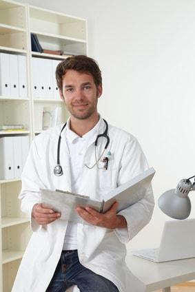 Die Pflegekraft kann die betreute Person auch zu Arztterminen fahren